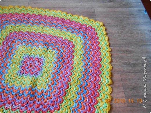 Посмотрела работы Инны Морозовой и загорелась, нашла в интернете вязание в технике барджелло  связала коврик для дачи, вот что получилось. фото 1