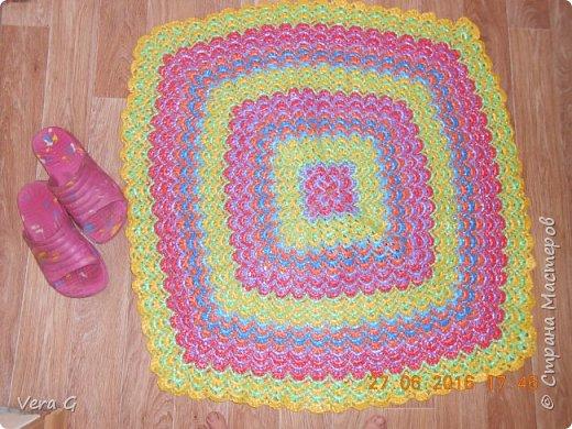 Посмотрела работы Инны Морозовой и загорелась, нашла в интернете вязание в технике барджелло  связала коврик для дачи, вот что получилось. фото 6