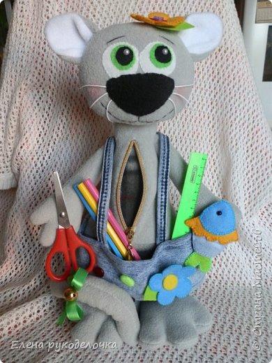 Здравствуйте жители СМ. Сегодня я хочу показать вам несколько игрушек. Этого котика я делала для знакомой. В садике попросили поделку, а рукодельничать она не умеет. Вот и попросила меня ей помочь. Котик 39см. фото 4