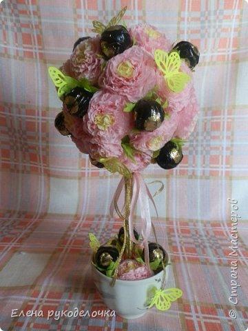 """Это """"Сладкое счастье"""" делали мы с дочкой для её подружки. Для цветочков использовали салфетки, для ствола - палочки для суши, в кружке гипс. фото 1"""