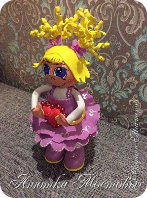 Купил мне муж фоамиран, даже не знала как с ним работать... Поискала в интернете- в основном цветы, и вдуг, наткнулась на куколок) так они мне понравились, что я для первого опыта с новым материалом решила сделать такую себе) вот что получилось) фото 4