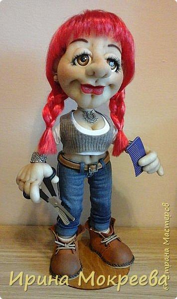 Сегодня закончила делать интересную куклу - девушку неформалку парикмахера . Выношу на ваш суд. фото 1