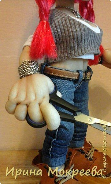 Сегодня закончила делать интересную куклу - девушку неформалку парикмахера . Выношу на ваш суд. фото 5