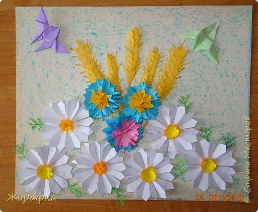 Цветы и колоски для панно делали постепенно. Во время создания других работ. И ещё осталось немного в запасе. фото 2
