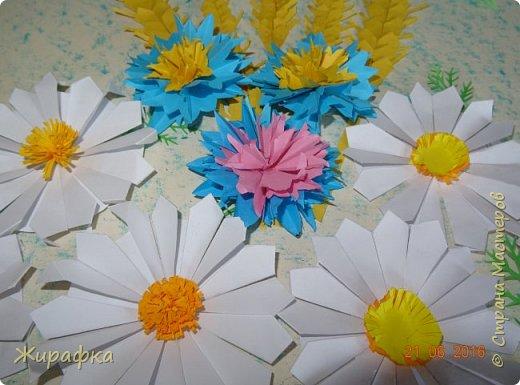 Цветы и колоски для панно делали постепенно. Во время создания других работ. И ещё осталось немного в запасе. фото 3