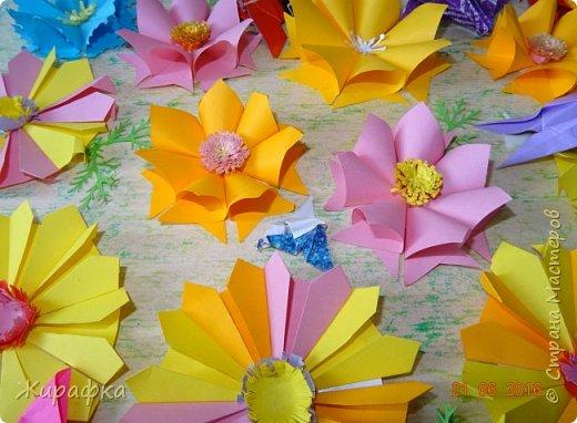 Цветы и колоски для панно делали постепенно. Во время создания других работ. И ещё осталось немного в запасе. фото 5