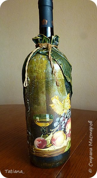 Скоро юбилей у брата. Созрел подарок... Объём бутылки 1,5 л. Надеюсь, что после юбилея он найдёт ей применение, т.к. любит заниматься виноделием. фото 1
