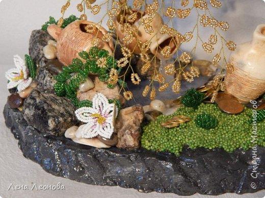 Начну с композиции. Золотое денежное дерево с водопадом. Полюбили мои заказчики водопады. Высота 37 см.  Использован китайский колиброванный бисер. фото 13