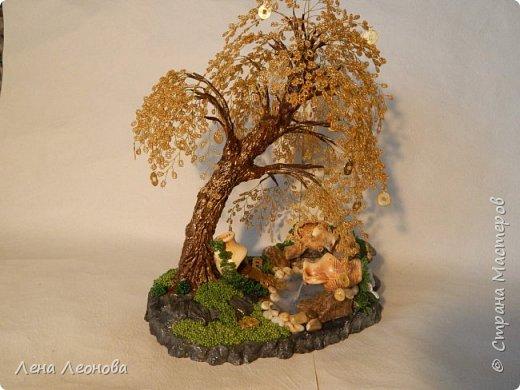 Начну с композиции. Золотое денежное дерево с водопадом. Полюбили мои заказчики водопады. Высота 37 см.  Использован китайский колиброванный бисер. фото 2