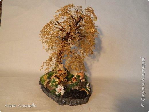 Начну с композиции. Золотое денежное дерево с водопадом. Полюбили мои заказчики водопады. Высота 37 см.  Использован китайский колиброванный бисер. фото 3