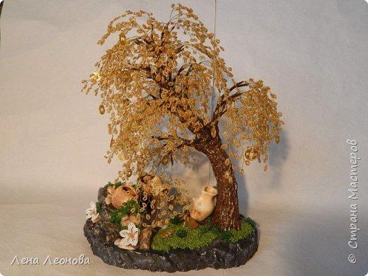Начну с композиции. Золотое денежное дерево с водопадом. Полюбили мои заказчики водопады. Высота 37 см.  Использован китайский колиброванный бисер. фото 4