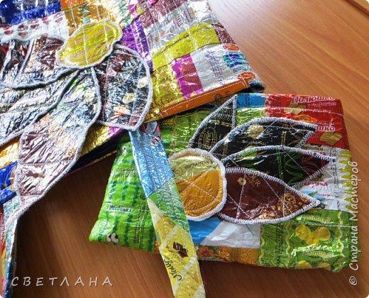"""Новое  платье  из фантиков !   Сшито  специально   для  музея мусора """"МУ-МУ"""" , который  находится в Калужской  области.  Первое  платье   уже  является  экспонатом  музея,  это  скоро  поедет в  качестве  подарка. фото 12"""