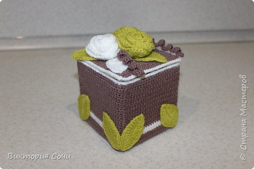 Всем добрый день! Сегодня я хочу представить вашему вниманию мою новую работу - предметы интерьера для ванной комнаты. В набор входят: - шкатулка для ватных палочек - шкатулка для заколочек - стакан под зубные щетки - чехлы для лака и пенки для волос - декорированная картина фото 39