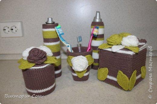 Всем добрый день! Сегодня я хочу представить вашему вниманию мою новую работу - предметы интерьера для ванной комнаты. В набор входят: - шкатулка для ватных палочек - шкатулка для заколочек - стакан под зубные щетки - чехлы для лака и пенки для волос - декорированная картина фото 43