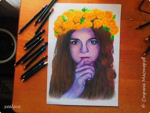 девушка цветными карандашами. фото 2