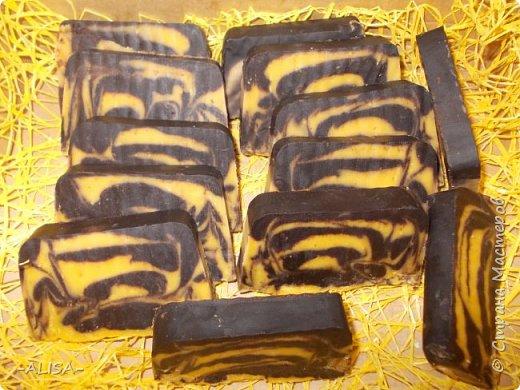 """Мыло с нуля на соке малины.  масла: олива, касторовое, пальма. эфирное масло лемонграсс. отдушка """"Малина со льдом"""" ХС. фото 5"""