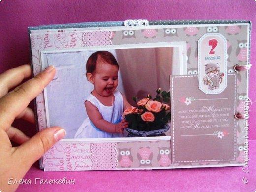 """Альбомчик сделан из бумаги Скрапмир """"Baby Girl"""" и листочка для вырезания от Scrapberrys. В очередной раз делаю по этому МК http://scrapology.ru/master-class-album-econom/  Предыдущие альбомы можно глянуть тут http://stranamasterov.ru/node/1000319 этот мник без раскладушек для фото-просто подложки, просто уголки. фото 9"""