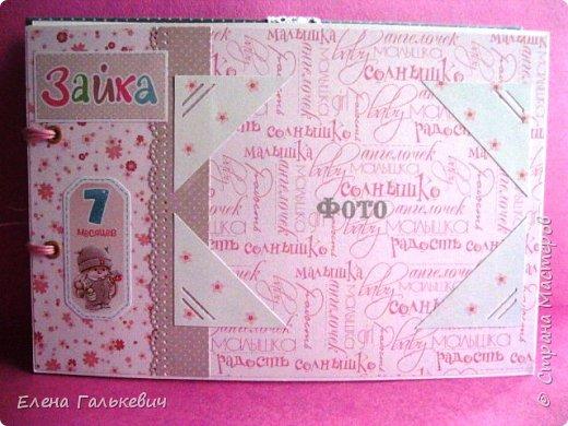 """Альбомчик сделан из бумаги Скрапмир """"Baby Girl"""" и листочка для вырезания от Scrapberrys. В очередной раз делаю по этому МК http://scrapology.ru/master-class-album-econom/  Предыдущие альбомы можно глянуть тут http://stranamasterov.ru/node/1000319 этот мник без раскладушек для фото-просто подложки, просто уголки. фото 16"""