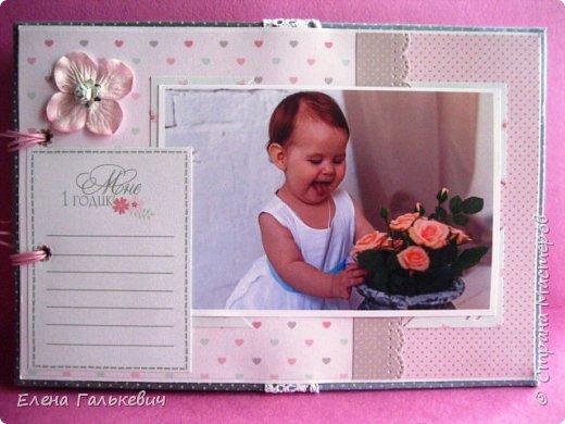 """Альбомчик сделан из бумаги Скрапмир """"Baby Girl"""" и листочка для вырезания от Scrapberrys. В очередной раз делаю по этому МК http://scrapology.ru/master-class-album-econom/  Предыдущие альбомы можно глянуть тут http://stranamasterov.ru/node/1000319 этот мник без раскладушек для фото-просто подложки, просто уголки. фото 23"""