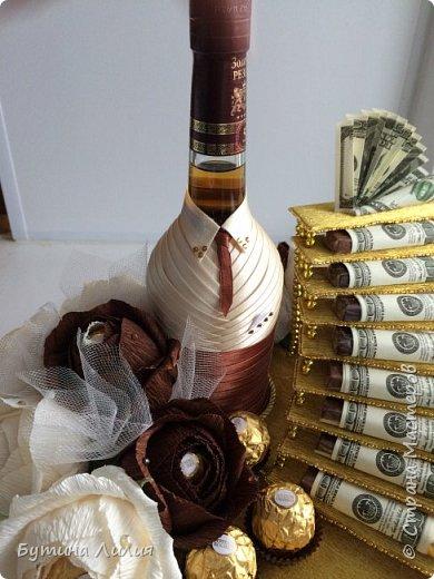Добрый день, дорогие мастерицы! Очень хотела сделать эту лестницу и сделала по заказу в подарок для мужчины. Вдохновением была работа Даши (Лисёнок Кисенок) http://stranamasterov.ru/node/617733?c=favorite . Спасибо Даше огромное за такой подробный мастер-класс!!! Вот, что у меня получилось.  Для начала, поближе одежка бутылки. фото 1