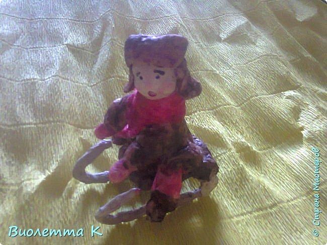 Вот такая девочка с муфточкой получилась.. По мотивам старинных немецких игрушек... фото 2
