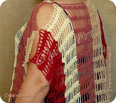 """Прошёл очередной, плодотворный в плане вязания, месяц, и я вновь со своими работами. Фотографий будет много, приготовьтесь ))) Надеюсь, Вы не пожалеете, что заглянули ко мне в блог.  Начну со своего """"долговяза"""".  Авторская кофточка с вышивкой, вязаными цветами и бусинами под жемчуг. Вязалась она долго. Ничего у меня не получалось, казалось, что руки у меня выросли не из нужного места. Бросала вязание трижды и почти бросила в четвёртый раз, но через пару дней заставила себя всё же закончить и... будь что будет: или получится кофточка, или просто выброшу всё, поскольку распускать свои работы где есть хоть чуть-чуть вязания спицами, я не буду. И вся причина в том, что не люблю я спицы, просто ненавижу. Но без них иногда ничего не получается. Правда. и с ними не всегда выходит нужный вариант.  В общем, вот что получилось в итоге. Кофта-блуза в русском стиле выполнена в единственном экземпляре из высококачественной турецкой пряжи (мохер + акрил) и асимметрично украшена вышивкой, вязаными цветами и бусинами под жемчуг от плечевого шва по линии горловины. Рукав-фонарик фиксируется резинкой, и его длина регулируется произвольно по желанию хозяйки кофточки и с учётом особенностей фигуры. Продетая для фиксирования резинка декорирована витым шнуром-завязкой, который гармонично вписывается в изделие. Аналогичный декоративный шнур продет по линии талии и завязывается впереди блузы, тем самым, красиво подчёркивая формы дамы. Изделие тёплое, однако рукава и низ кофточки заканчиваются ажуром, связанным крючком, что позволяет создать впечатление лёгкости, прозрачности и невесомости изделия. фото 33"""