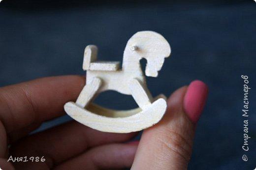 Деревянная лошадка-качалка миниатюра