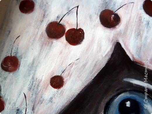 Доброго времени суток! Продолжение фруктовой темы. Мой новый холст, акрил; размер  30/40 см.  Вишня  Наивность вишнёвой ветки, Стекающей акварельно К глубинно-сердечной клетке, Вверяюще-откровенной.  И плавится до забвенья Наивная, до листочка, Но с косточками варенье — Вишнёвая оболочка.  Пьяняще-вишнёвой кожей Коснулась глубинно ветка, Я чувствую тебя тоже — Каждой — Сердечно-наивной клеткой. Автор: Катя Белова  фото 10