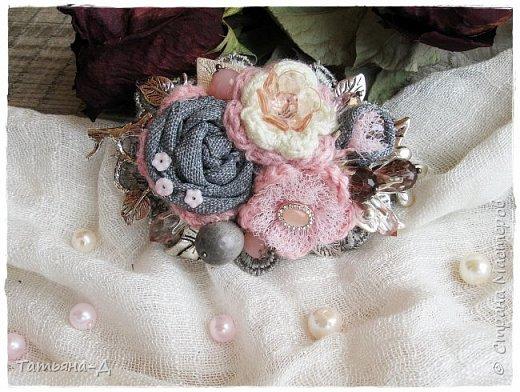 """Доброго времени суток дорогим гостям моей странички!!! Продолжаю, в перерывах между созданием цветочных композиций,увлекаться сотворением вот таких вот украшений из ткани,кружев и бусин. Очень полюбились мне брошечки в стиле Бохо !!! Сегодня представляю броши-""""Хрустальные лепестки"""" и """"Цветы сакуры"""". Приятного просмотра всем желаю!!!  фото 10"""
