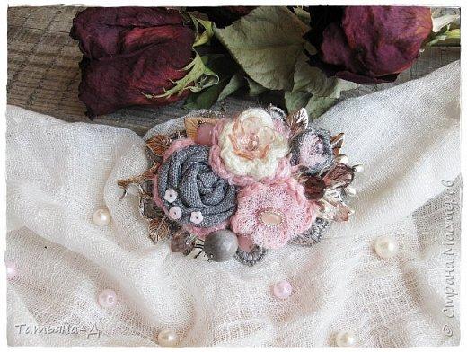 """Доброго времени суток дорогим гостям моей странички!!! Продолжаю, в перерывах между созданием цветочных композиций,увлекаться сотворением вот таких вот украшений из ткани,кружев и бусин. Очень полюбились мне брошечки в стиле Бохо !!! Сегодня представляю броши-""""Хрустальные лепестки"""" и """"Цветы сакуры"""". Приятного просмотра всем желаю!!!  фото 5"""