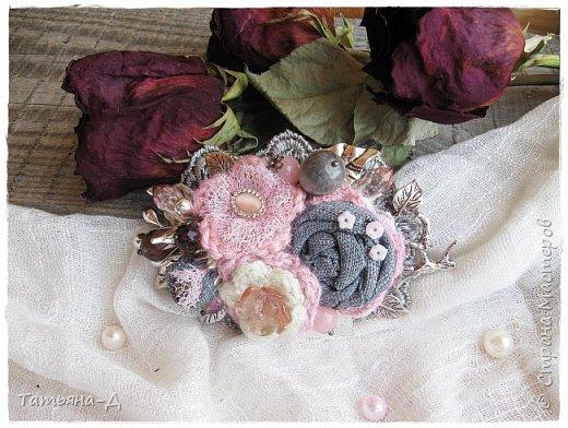 """Доброго времени суток дорогим гостям моей странички!!! Продолжаю, в перерывах между созданием цветочных композиций,увлекаться сотворением вот таких вот украшений из ткани,кружев и бусин. Очень полюбились мне брошечки в стиле Бохо !!! Сегодня представляю броши-""""Хрустальные лепестки"""" и """"Цветы сакуры"""". Приятного просмотра всем желаю!!!  фото 6"""