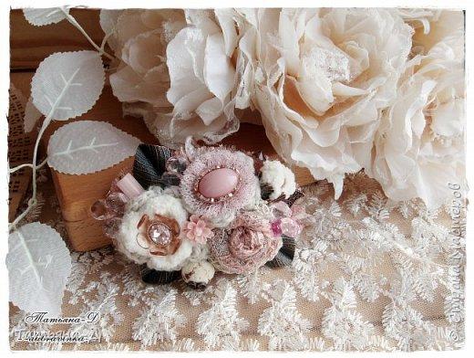 """Доброго времени суток дорогим гостям моей странички!!! Продолжаю, в перерывах между созданием цветочных композиций,увлекаться сотворением вот таких вот украшений из ткани,кружев и бусин. Очень полюбились мне брошечки в стиле Бохо !!! Сегодня представляю броши-""""Хрустальные лепестки"""" и """"Цветы сакуры"""". Приятного просмотра всем желаю!!!  фото 1"""