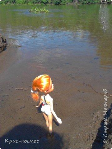 """Привет всем! Я очень люблю писать блоги про своих кукол и сегодня в очередной раз выкладываю блог. В этом посте я покажу, как кукла отдыхала на речке. Если вам интересно, тогда читайте! На первом фото кукла лежит на """"курорте"""" и отдыхает. (Знаю, не очень аккуратно вышло) фото 2"""