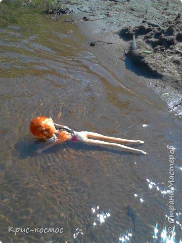 """Привет всем! Я очень люблю писать блоги про своих кукол и сегодня в очередной раз выкладываю блог. В этом посте я покажу, как кукла отдыхала на речке. Если вам интересно, тогда читайте! На первом фото кукла лежит на """"курорте"""" и отдыхает. (Знаю, не очень аккуратно вышло) фото 4"""