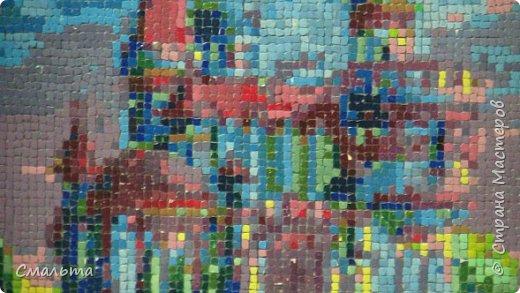 Это одна из моих первых работ в технике мозаики из яичной скорлупы.  Размер 30х40 см. Рисовать я не умею, поэтому использую схемы для вышивки. Работу делала примерно полтора года, с этапами: вроде неплохо - что-то не то - не нравится - пусть пока полежит- все-таки надо закончить.  И вот результат. Не очень устраивает некоторая расплывчатость и размытость изображения, зато есть куда расти. фото 2