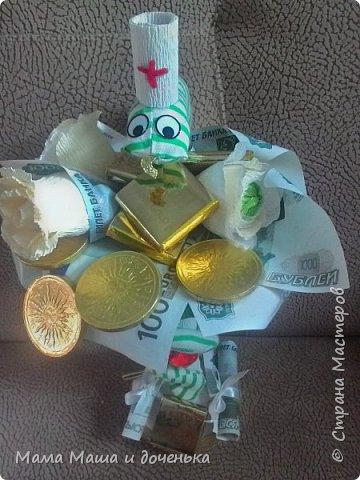 Моя подруга очень любит поздравлять своих коллег на работе с праздниками, и постоянно заказывает шоколадницы, и вот хочу вам показать  работы, которые я сделала для нее фото 14