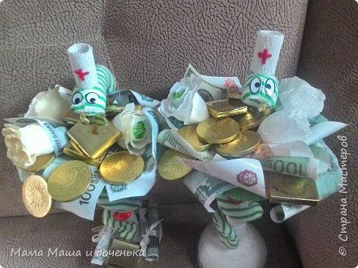 Моя подруга очень любит поздравлять своих коллег на работе с праздниками, и постоянно заказывает шоколадницы, и вот хочу вам показать  работы, которые я сделала для нее фото 13