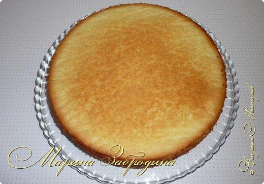 Здравствуйте, мастерицы и гости сайта! Делюсь рецептом нежного и вкусного бисквита на горячем молоке. Он получается нежным, влажным и не требует пропитки сахарным сиропом. фото 11
