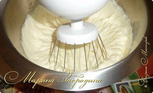 Здравствуйте, мастерицы и гости сайта! Делюсь рецептом нежного и вкусного бисквита на горячем молоке. Он получается нежным, влажным и не требует пропитки сахарным сиропом. фото 5
