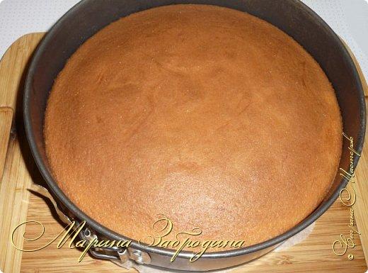 Здравствуйте, мастерицы и гости сайта! Делюсь рецептом нежного и вкусного бисквита на горячем молоке. Он получается нежным, влажным и не требует пропитки сахарным сиропом. фото 10