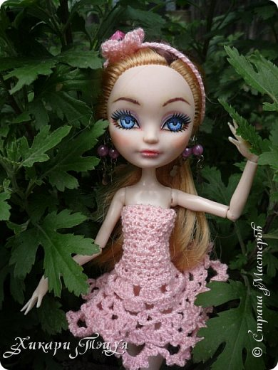 """Всем добрый день! Ох, и нашло же на меня вязальное настроение))) Связала Алексе целый комплект: платье, """"пуанты"""" и ободок. Да, а еще у нее снова перерисованы глаза""""-"""" Я ей глаза перерисовываю каждую неделю, а то и чаще))))))))))))))))))))))) фото 1"""