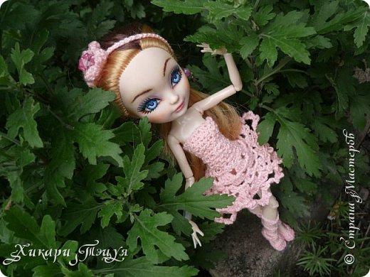 """Всем добрый день! Ох, и нашло же на меня вязальное настроение))) Связала Алексе целый комплект: платье, """"пуанты"""" и ободок. Да, а еще у нее снова перерисованы глаза""""-"""" Я ей глаза перерисовываю каждую неделю, а то и чаще))))))))))))))))))))))) фото 3"""