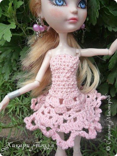 """Всем добрый день! Ох, и нашло же на меня вязальное настроение))) Связала Алексе целый комплект: платье, """"пуанты"""" и ободок. Да, а еще у нее снова перерисованы глаза""""-"""" Я ей глаза перерисовываю каждую неделю, а то и чаще))))))))))))))))))))))) фото 11"""