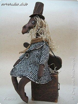 Здравствуйте, жители страны мастеров.  Снялся у меня мастер-класс по изготовлению чемоданчика для кукол и игрушек.  фото 2