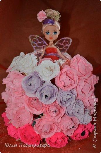 если уж и начинать знакомится со свит-дизайном, то с чего-то глобального... кукла была сделана для день-рождения дочурки. В результате праздника цветы и конфеты из цветов были успешно выковорены и съедены :) но фото 1