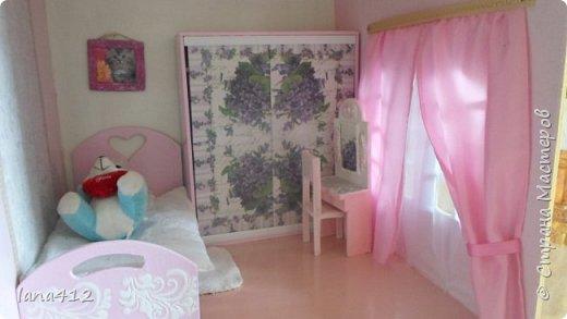 приветствую всех жителей Страны!  Домик из фанеры и всю мебель сделал мой муж, когда родилась внучка!( сейчас ей 9 месяцев)  а разукрашивала и шила - я.домик 140 на 100см фото 12