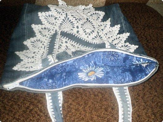 Решила заняться джинсовыми переделками.Лежали старые джинсы,вот сообразилась сумочка. фото 6