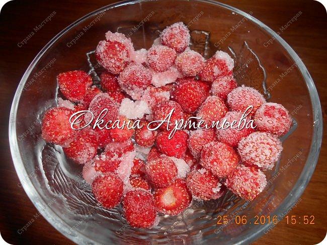 Доброго дня жители и гости замечательной страны Мастеров!  Сегодня я хочу рассказать как делаю ягодный смузи  с мороженым – очень вкусный летний десерт.  фото 6