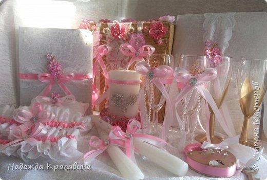 Всем привет! Хочу вам показать свою первую большую работу! Скоро состоится свадьба моей младшей сестренки и я решила сделать для нее такой наборчик. По заказу невесты все выполнено в розовом цвете. Ну а теперь все по отдельности... фото 1