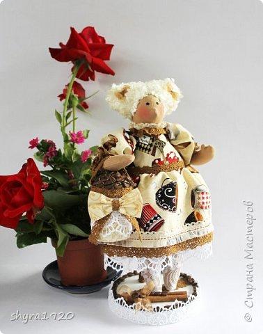 Терпкий запах молотого кофе Ванильный, тёплый аромат торта Наполнит рифмой и уютом строфы Душа откроет створки — ворота!  фото 2
